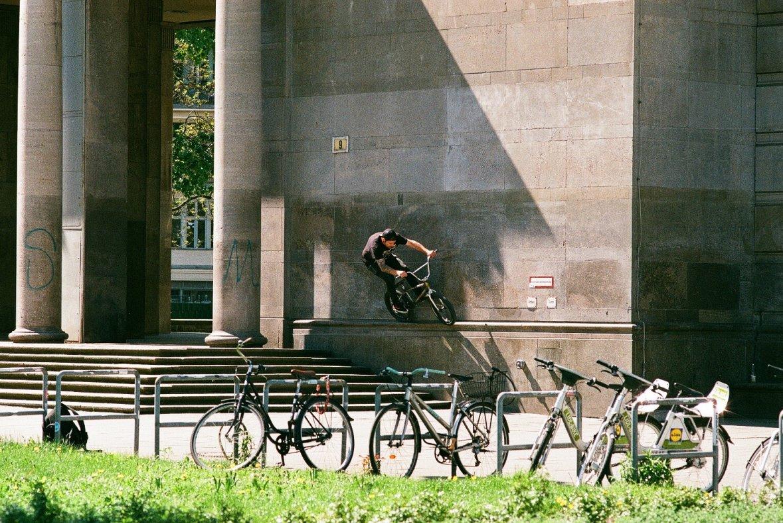 berlinplnejkol_street_krystofmach_wallride_fotokuba